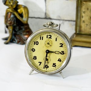 Antikcart Antique Dominator German Yellow Dial Time Piece Table Clock Decor Collectible