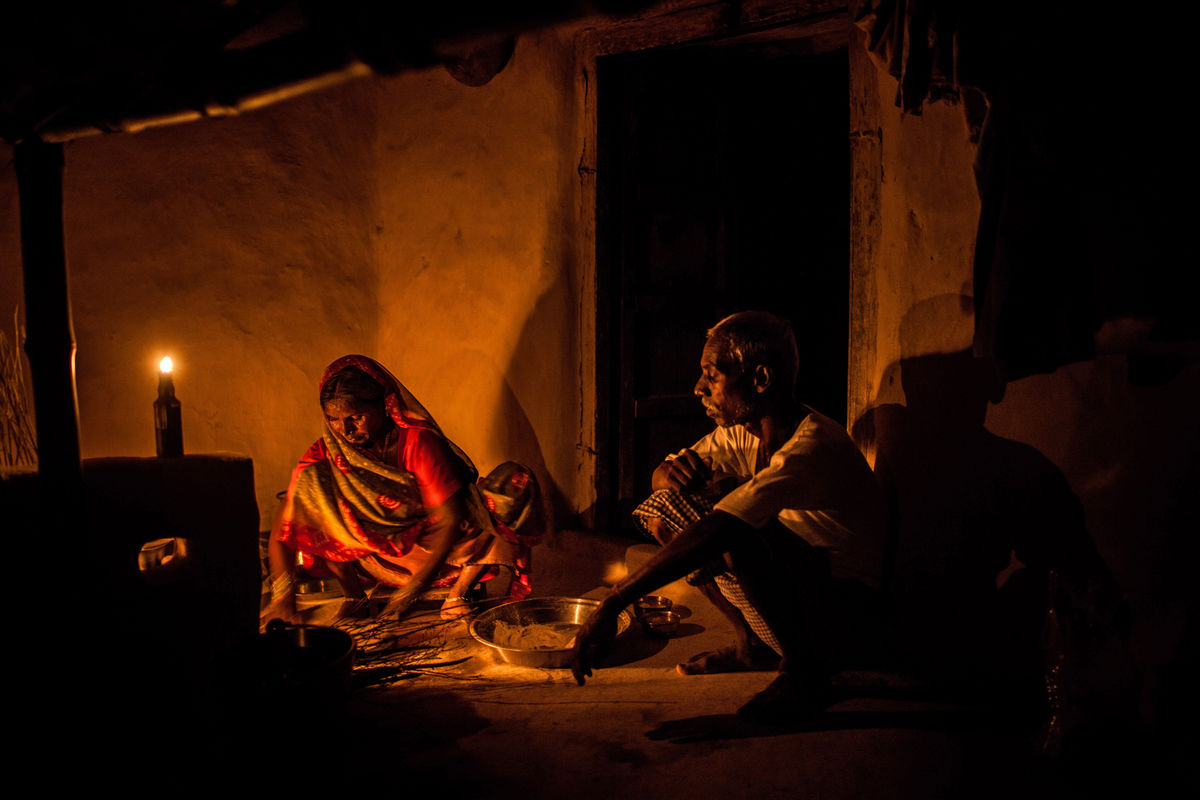bihar-no-electricity-kerosene lamps