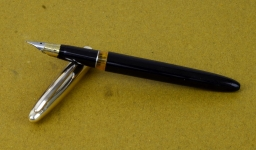 wingsung-233-fountain-pen-embedded-triumph-nib-vintage