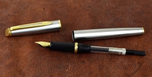 waterman-hemisphere-gold-trim-Steel-barrel-fountain-pen