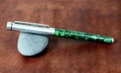 vintage-wing-sung-fountain-pen-green-marbled-barrel-dualtone-triumph-F-nib