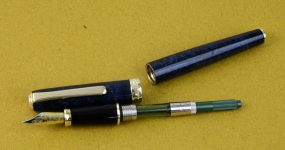diplomat-1922-classic-collection-fountain-pen-Dualtone-irridium-M-nib-piston-converter-German-Made