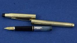 vintage-cross-century-fountain-pen-10K-gold-filled-barrel-14Karat-solid-gold-Fine-nib-USA