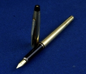 vintage-cross-century-fountain-pen-10K-gold-filled-barrel-14K-solid-gold-Fine-nib-made-in-USA