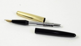 vintage-conway-stewart-87-vacuum-filler-fountain-pen-with-14K-solid-gold-nib-10k-gold-filled-cap