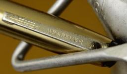 vintage-wearever-lever-fill-pacemaker-fountain-pen-steel-Fine-nib-golden-cap