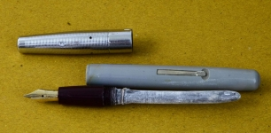vintage-platignum-lever-filler-fountain-pen-14CT-hoover-Medium-nib-england