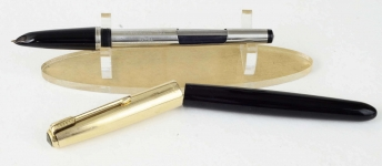 vintage-parker-51-aerometric-filler-fountain-pen-14K-gold-nib-12K-rolled-barrel-USA-made