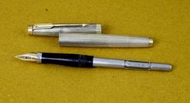 vintage-parker-75-sterling-silver-vermeil-23K-goldplated-fountain-pen-14K-solid-gold-Medium-nib