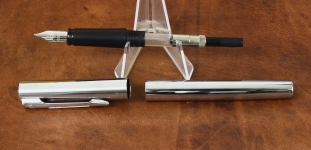 waterman-graduate-fountain-pen-bright-chrome-with-st-steel-M-nib