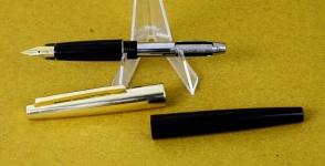 vintage-pilot-82G-fountain-pen-gold-plated-Fine-Hooded-nib-Japan