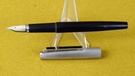 Vintage-Lamy-81-Piston-filler-fountain-pen-with-14C-585-platinum-B-nib