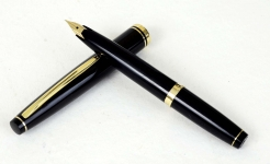 vintage-sailor-pocket-fountain-pen-with-14K-solid-gold-F-Nib-Japan