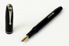 Vintage-Conway-stewart-75-lever-filler-fountain-pen-with-14K-solid-gold-M-nib