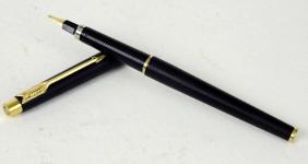 vintage-parker-arrow-classic-fountain-pen-matte-black-barrel-triangular-golden-plated-B-nib