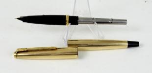 vintage-parker-45-insignia-12k-gold-filled-barrel-fountain-pen-aero-filler-14K-gold-F-nib-USA